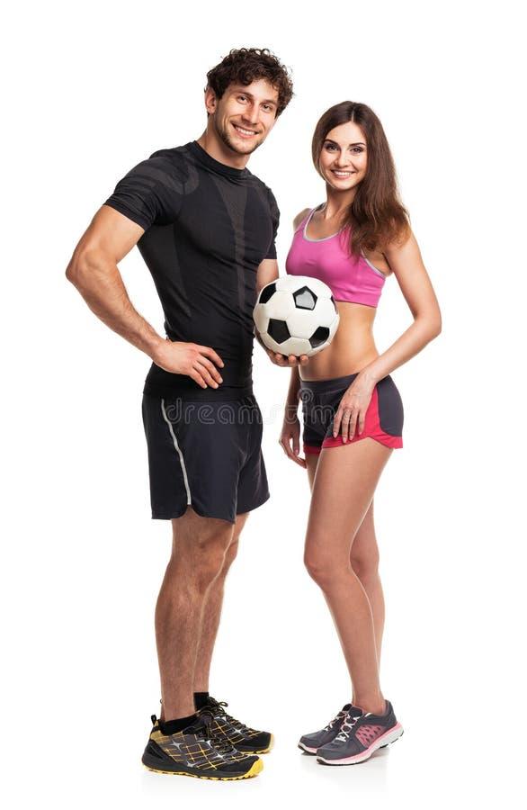 Αθλητικοί άνδρας και γυναίκα με τη σφαίρα στο λευκό στοκ φωτογραφίες με δικαίωμα ελεύθερης χρήσης