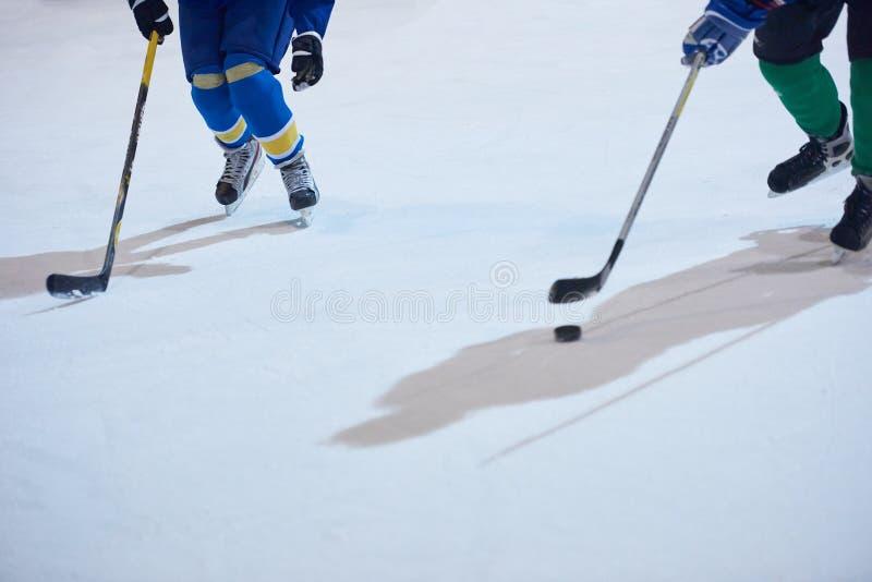 Αθλητικοί παίκτες χόκεϋ πάγου στοκ εικόνες