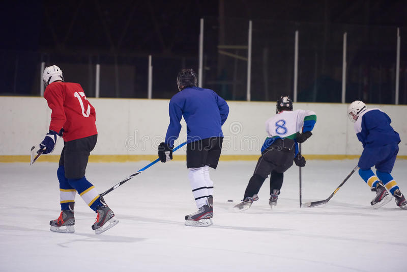 Αθλητικοί παίκτες χόκεϋ πάγου στοκ φωτογραφίες