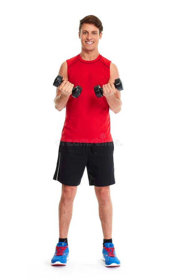 Αθλητικός νεαρός άνδρας με τους αλτήρες στοκ φωτογραφία με δικαίωμα ελεύθερης χρήσης