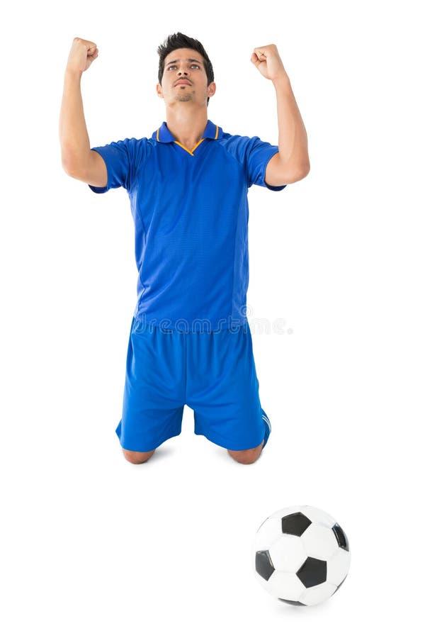 Αθλητικός ποδοσφαιριστής ενθαρρυντικός στοκ φωτογραφία με δικαίωμα ελεύθερης χρήσης