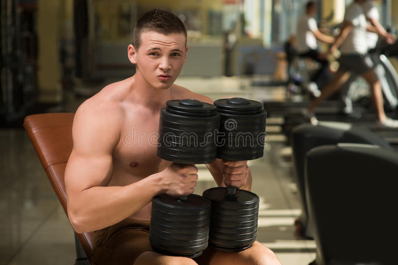Αθλητικός τύπος στη γυμναστική στοκ εικόνες με δικαίωμα ελεύθερης χρήσης