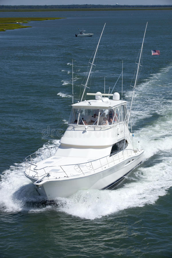Αθλητικό αλιευτικό σκάφος πολυτέλειας στοκ εικόνες με δικαίωμα ελεύθερης χρήσης