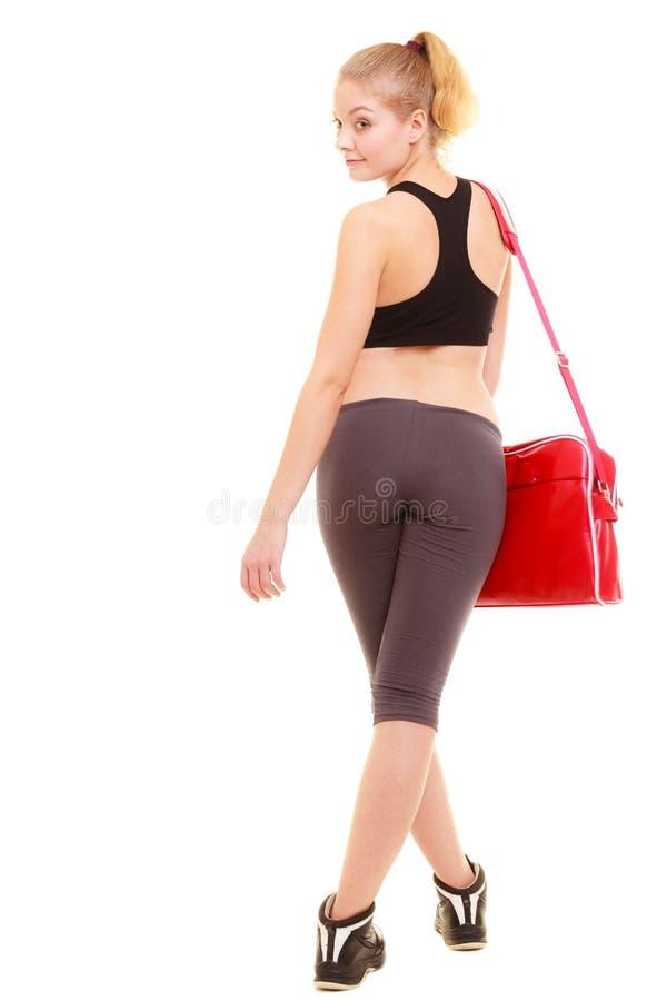 αθλητισμός Πίσω του φίλαθλου κοριτσιού ικανότητας sportswear με την τσάντα γυμναστικής στοκ φωτογραφίες