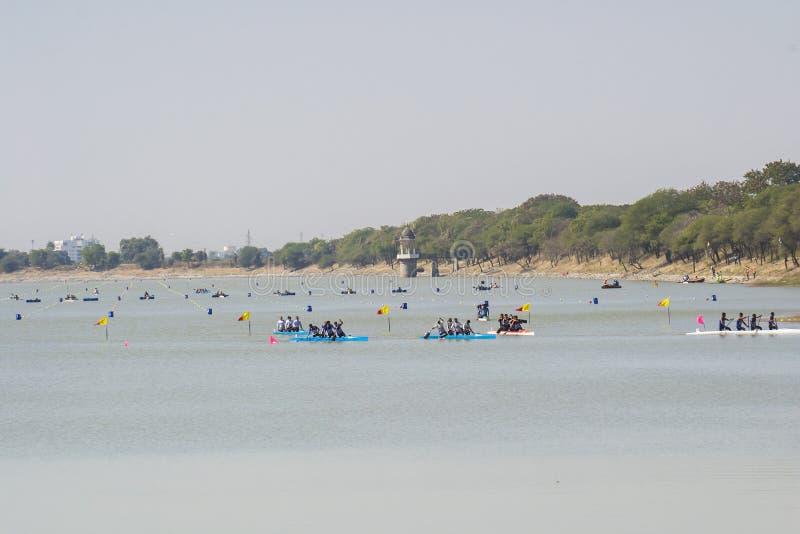 αθλητισμός πισινών καταδύσεων ανταγωνισμών που κολυμπά το ύδωρ στοκ φωτογραφίες με δικαίωμα ελεύθερης χρήσης