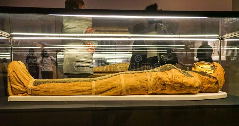 Αιγυπτιακή μούμια και μάσκα κηδείας στο MBAM στοκ εικόνες