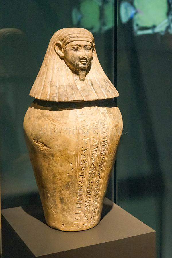 Αιγυπτιακή νεκρική τεφροδόχος στο MBAM στοκ εικόνες