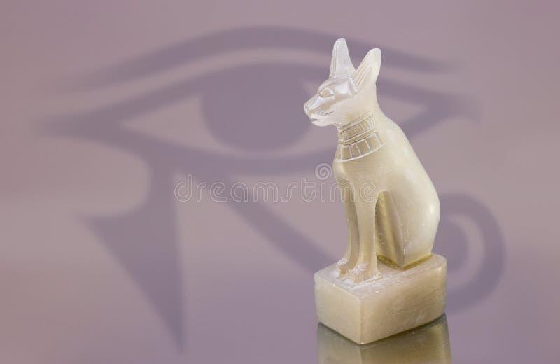 Αιγυπτιακό άγαλμα γατών στοκ εικόνες