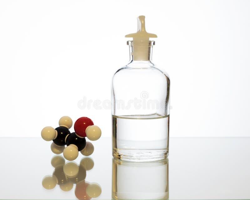 Αιθανόλη με τη χημική δομή στοκ εικόνα με δικαίωμα ελεύθερης χρήσης
