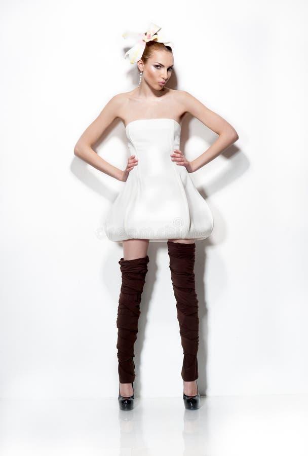 αισθησιακές νεολαίες γυναικών στούντιο πορτρέτου μόδας στοκ φωτογραφία