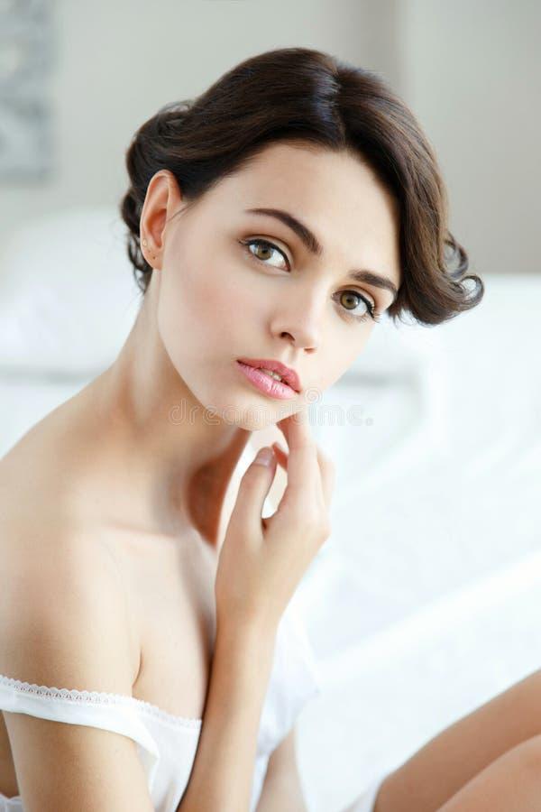 Αισθησιακή όμορφη γυναίκα στοκ φωτογραφίες με δικαίωμα ελεύθερης χρήσης