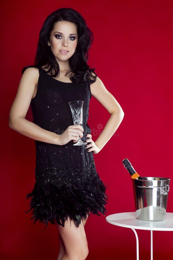 Αισθησιακός γυναικείος εορτασμός brunette στοκ εικόνα με δικαίωμα ελεύθερης χρήσης