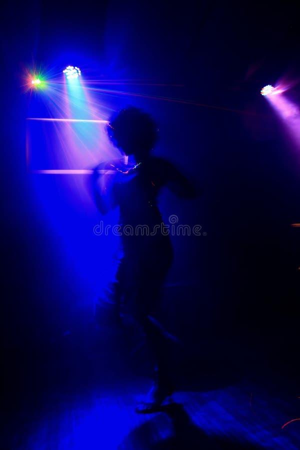 Αισθησιακός χορός στο επίκεντρο στοκ εικόνα