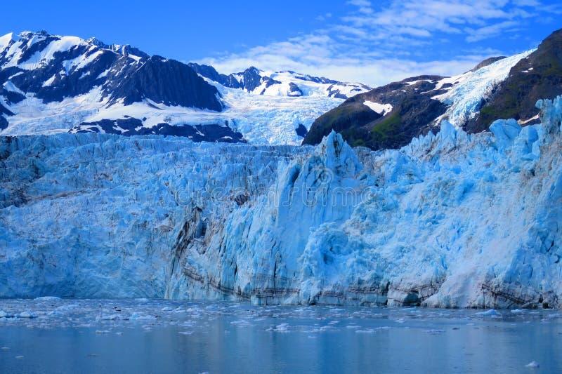 Αιφνιδιαστικός παγετώνας στο μπλε στοκ εικόνες με δικαίωμα ελεύθερης χρήσης