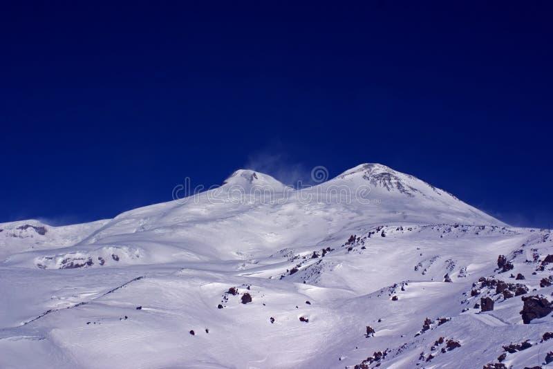 αιχμές βουνών elbrus στοκ εικόνες με δικαίωμα ελεύθερης χρήσης
