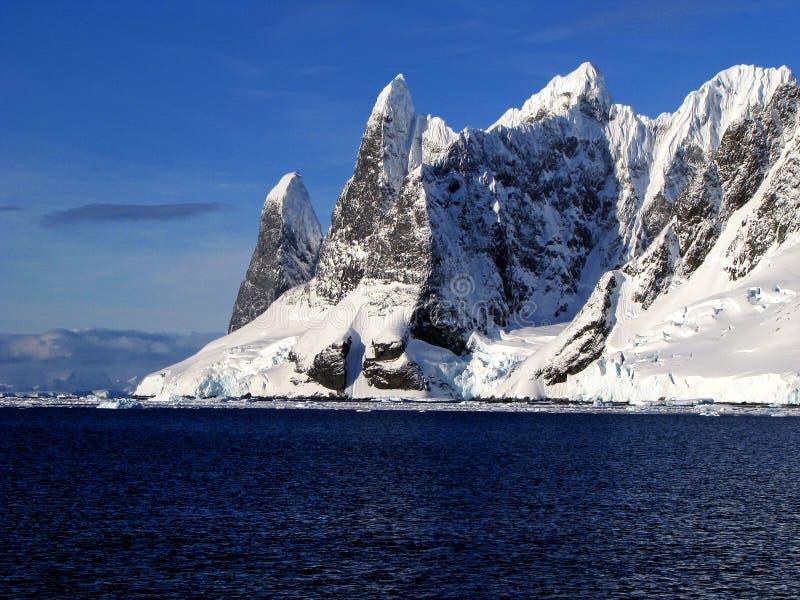 αιχμές πάγου στοκ φωτογραφία με δικαίωμα ελεύθερης χρήσης