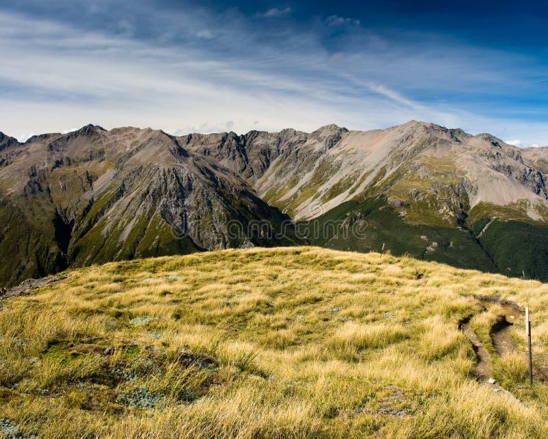 αιχμή βουνών χιονοστιβάδω στοκ φωτογραφίες με δικαίωμα ελεύθερης χρήσης