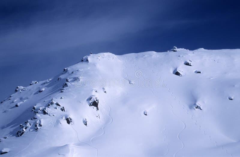 Download αιχμή βουνών στοκ εικόνα. εικόνα από ευρωπαϊκά, σκι, αιχμές - 90227