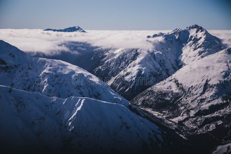 Αιχμή χιονοστιβάδων της Νέας Ζηλανδίας στο πέρασμα αρθούρου ` s στοκ εικόνες