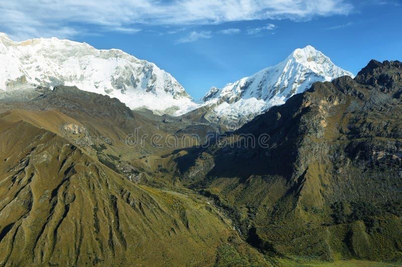 Αιχμή Huascaran από το πέρασμα Punta Olimpica, Περού στοκ εικόνες