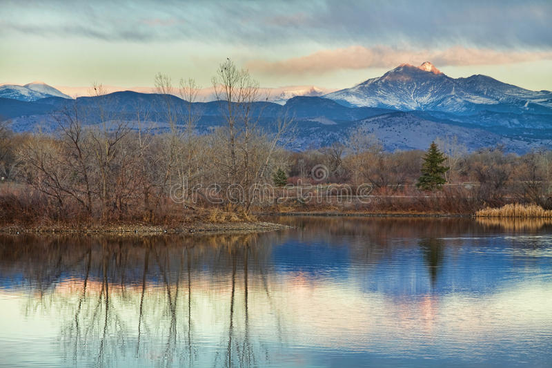 Αιχμή Longs από τις χρυσές λίμνες στοκ εικόνες
