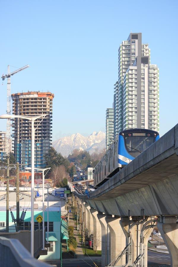 Ακίνητη περιουσία Skytrain και να βουίξει στοκ εικόνα