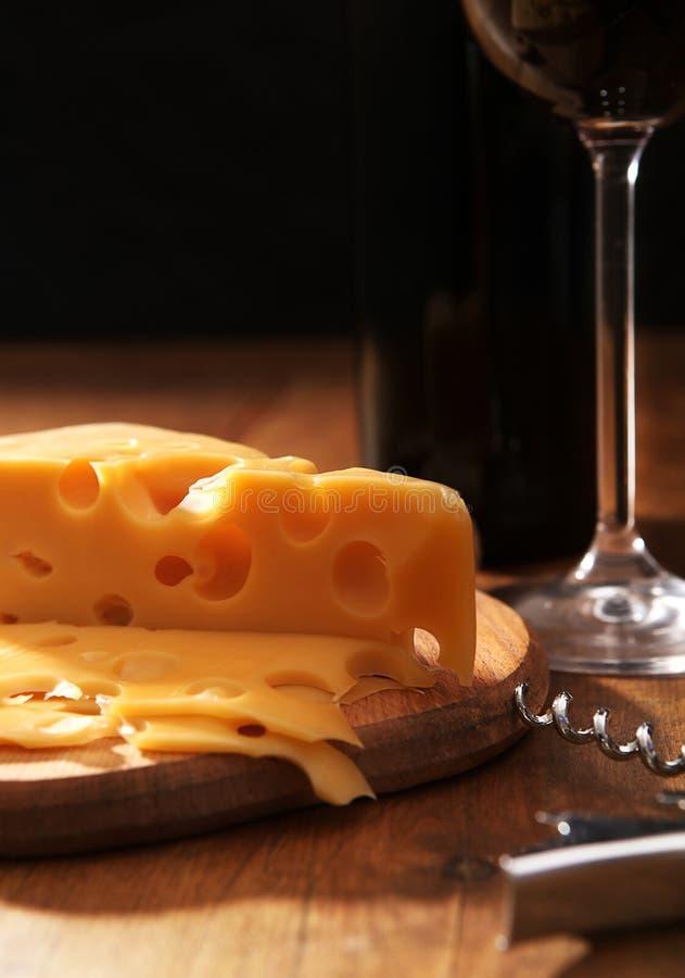 ακίνητο κρασί ζωής τυριών στοκ εικόνα με δικαίωμα ελεύθερης χρήσης