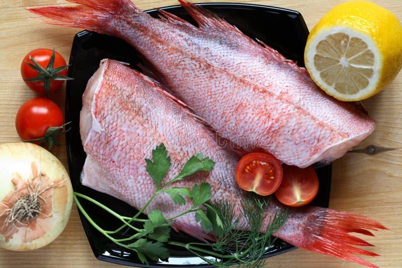 Ακατέργαστα ψάρια για το μαγείρεμα στοκ εικόνες