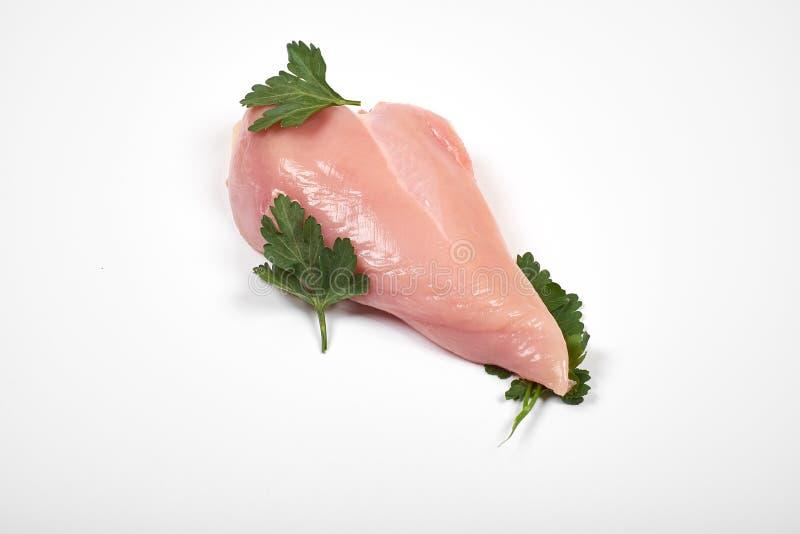 Ακατέργαστες λωρίδες στηθών κοτόπουλου που απομονώνονται στο άσπρο υπόβαθρο στοκ φωτογραφία