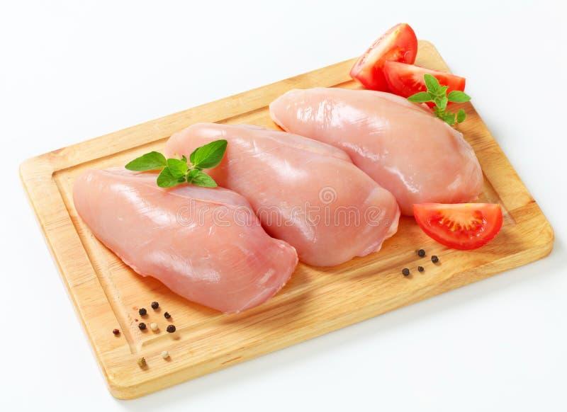 Ακατέργαστες λωρίδες στηθών κοτόπουλου στοκ φωτογραφία