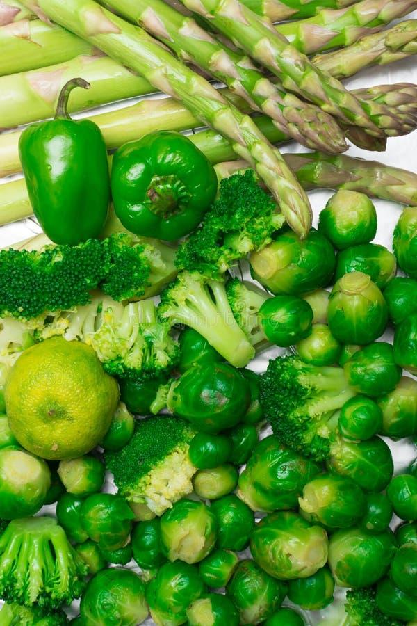 ακατέργαστο οργανικό πράσινο υπόβαθρο λαχανικών Υγεία που τρώει την έννοια Τρόφιμα Vegan στοκ φωτογραφία με δικαίωμα ελεύθερης χρήσης