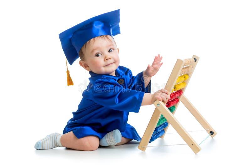 Ακαδημαϊκό παιχνίδι μωρών με το παιχνίδι αβάκων στοκ εικόνες με δικαίωμα ελεύθερης χρήσης