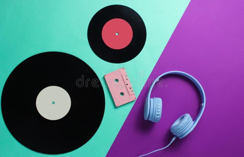 Ακουστικά, ακουστική κασέτα, lp αρχεία στοκ φωτογραφία