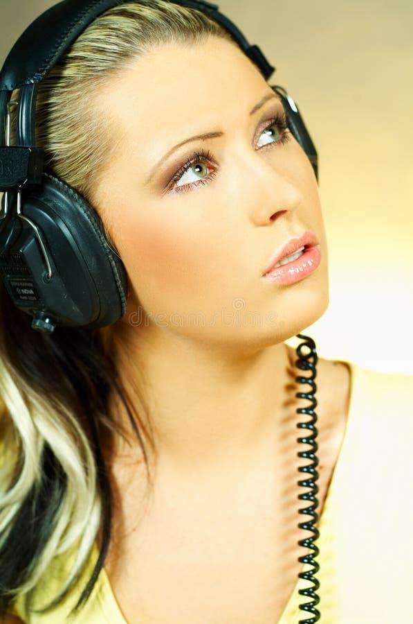 ακουστικά κοριτσιών προκλητικά στοκ εικόνες