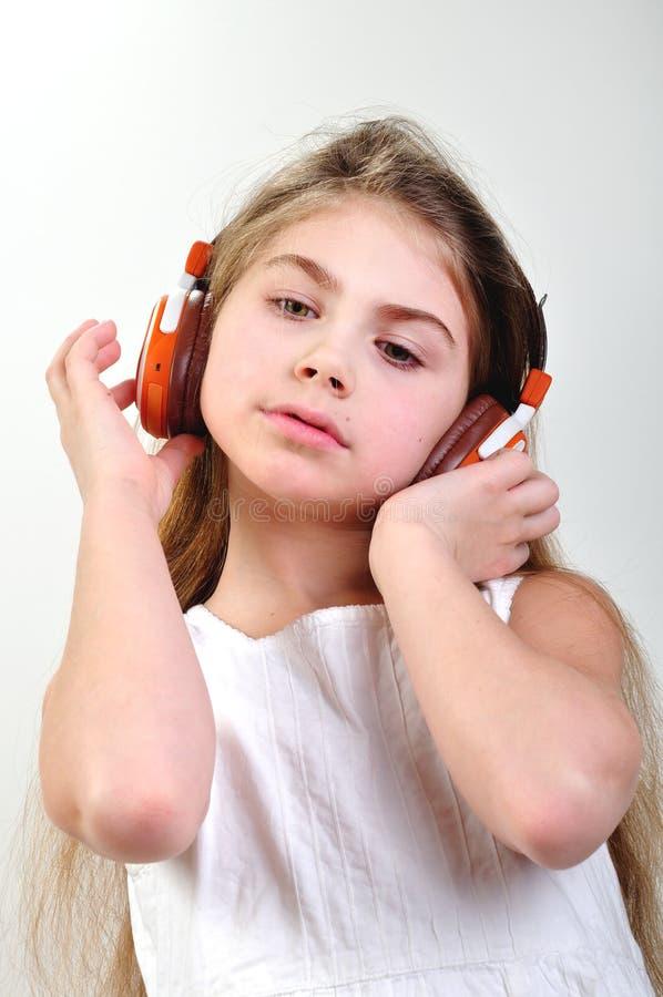 ακουστικά παιδιών που η μουσική στοκ φωτογραφία με δικαίωμα ελεύθερης χρήσης