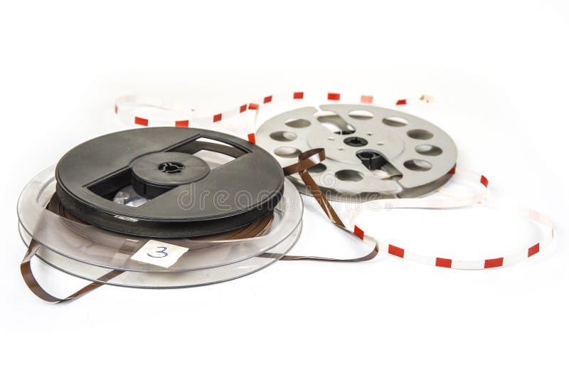 Ακουστικές μαγνητικές ταινίες στα εξέλικτρα στο λευκό στοκ φωτογραφία