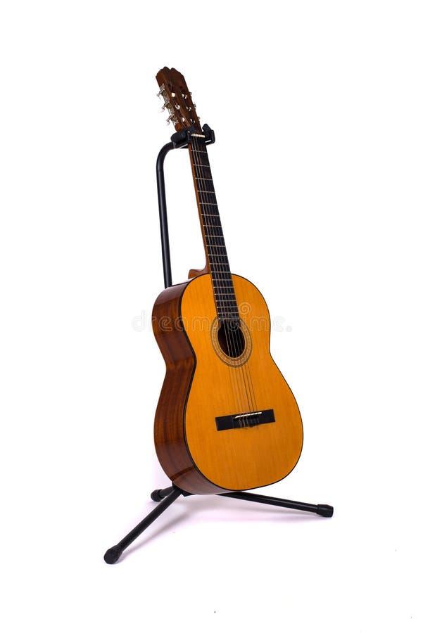 Ακουστική ισπανική κιθάρα στη στάση στοκ φωτογραφία
