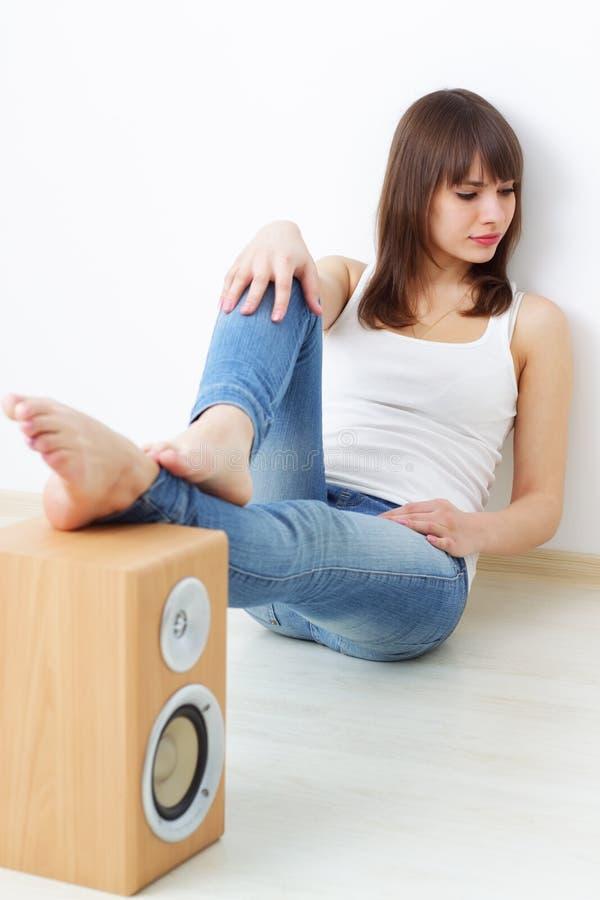 Download ακουστικό δυναμικό κορί&ta στοκ εικόνες. εικόνα από σύγχρονος - 13188412
