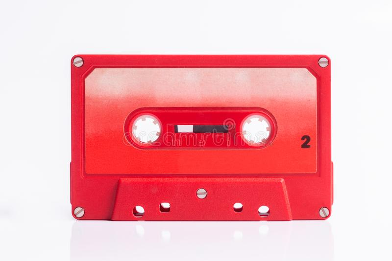 Ακουστικό κόκκινο Cassete που απομονώνεται στοκ φωτογραφία
