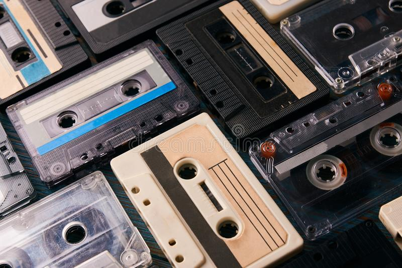 Ακουστικό υπόβαθρο ταινιών cassete στοκ φωτογραφία