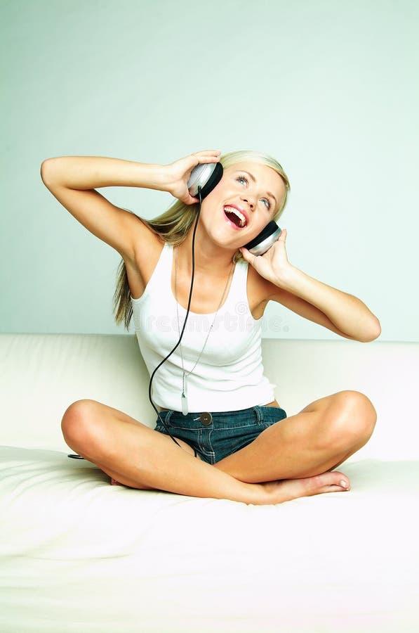 ακούστε μουσική  στοκ εικόνα