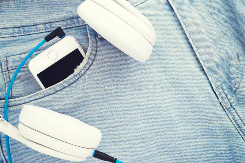 Ακούστε τη μουσική παντού στοκ εικόνες με δικαίωμα ελεύθερης χρήσης