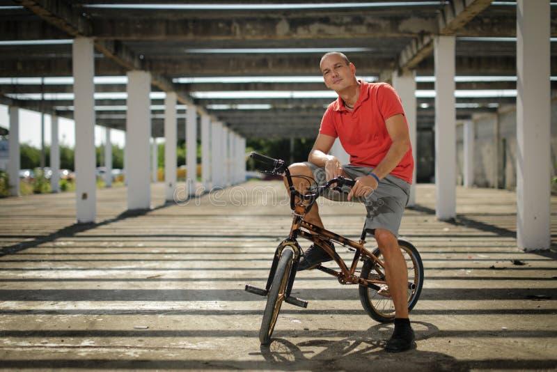 Ακραίος αθλητισμός στο ποδήλατο BMX στοκ εικόνα