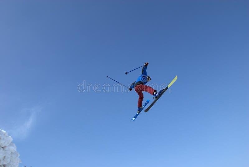 ακραίο να κάνει σκι πτήσης στοκ φωτογραφία με δικαίωμα ελεύθερης χρήσης
