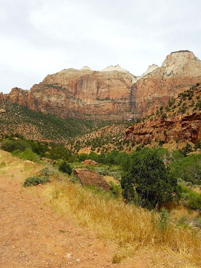 Ακριβώς ανατολικά η σήραγγα στο εθνικό πάρκο Zion, Γιούτα στοκ φωτογραφία