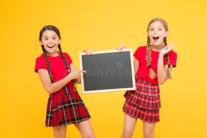 Ακριβώς εξετάστε αυτό θέση για την ανακοίνωση γραφείο πληροφοριών παρουσίαση σχολικού προγράμματος r o στοκ φωτογραφίες με δικαίωμα ελεύθερης χρήσης