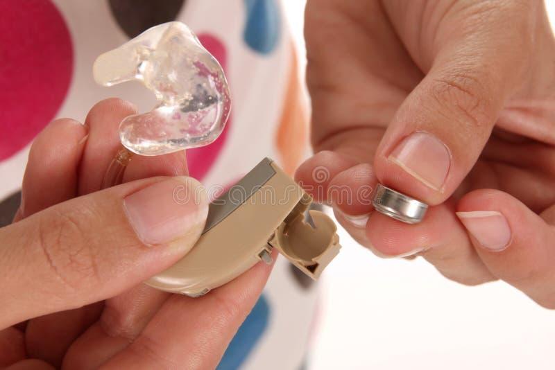 ακρόαση μπαταριών ενίσχυση στοκ εικόνα με δικαίωμα ελεύθερης χρήσης