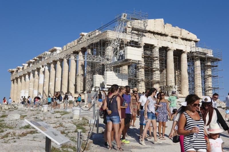 ακρόπολη Αθήνα Parthenon και τουρίστες Ελλάδα στοκ φωτογραφίες