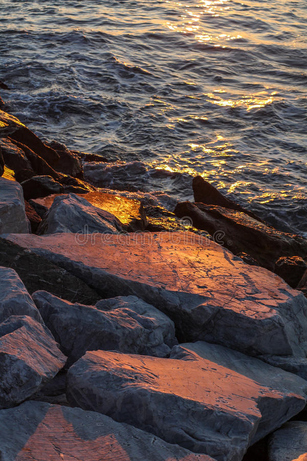 Ακτή ηλιοβασιλέματος στοκ εικόνες με δικαίωμα ελεύθερης χρήσης
