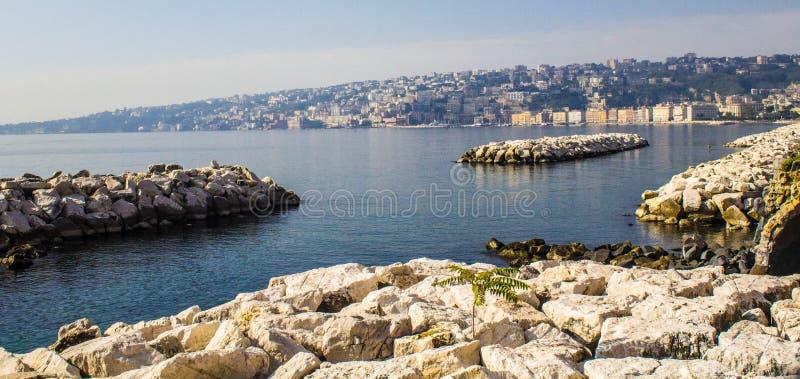 Download Ακτή κοντά σε Napoli, Ιταλία Στοκ Εικόνα - εικόνα από τοπίο, τοίχοι: 62715721